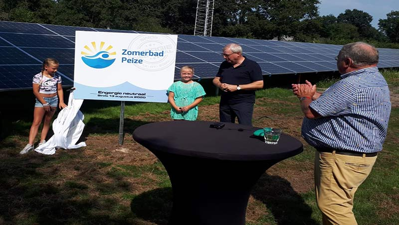 opening-zonnepark-handeling zomerbad Peize